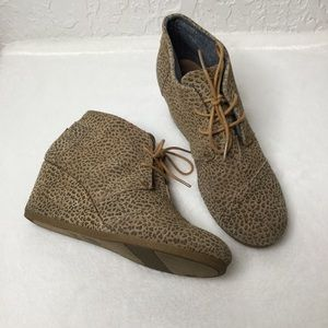 TOMS Leopard print wedge ankle booties. Size  W10.